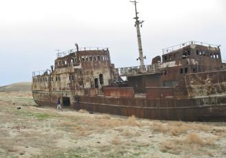 Memza - lodě Aralské jezero
