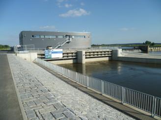 MVE Litoměřice na řece Labe - pohled ze břehu u výtoku