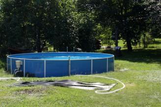 IMG_5447 bazén na zahradě