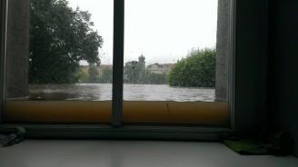 Povodně - pohled z pracoviště na Mánes