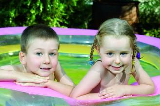děti v bazénu - 15470251