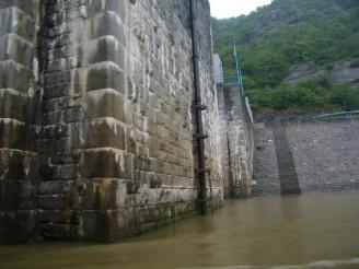 hráz přehrady 05