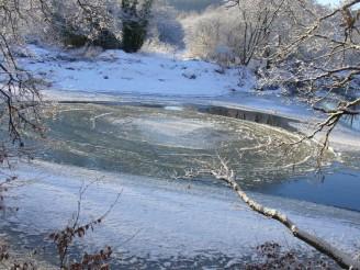 ledové kruhy na vodě