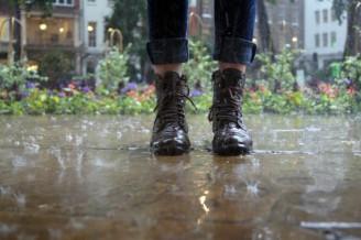 Povodeň - nohy ve vodě
