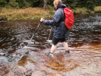 velká voda a chodec