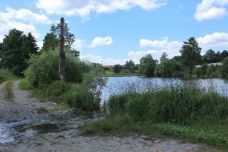 potok rybník cesta