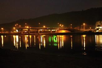 Vltava - noc - světla voda