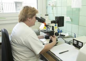 laboratoř - rozbor vody - Veolia - AD1E0993