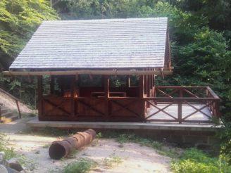 Lesy ČR - turistika - rekonstrukce altán u Lázní Bělohrad