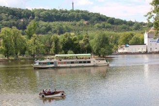 Naše voda 10 760 - auto Vltava plovoucí - IMG_9491