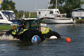 plovouci-traktor-na-pneumatikach-mitas