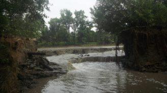 povodi-moravy-protrzeny-rybnik-navesni