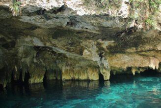 mexiko-grand-cenot-nedaleko-mesta-tulum-yucatan