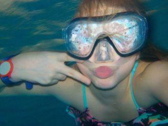 dítě voda pod vodou bazén