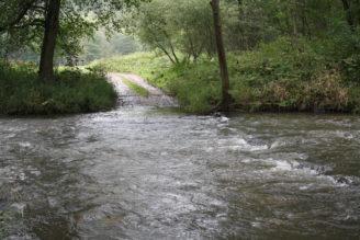 voda přes cestu - povodně - IMG_4236