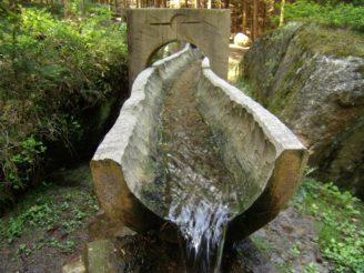 pitná voda koryto - P5100723