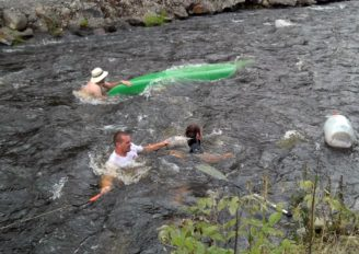 Foto záchranáři Jedu vodu 5