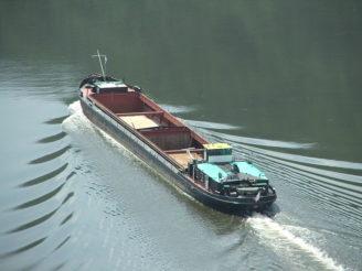 800px-Cargoshipelbecz02