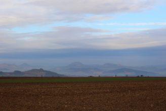 krajina - hory - nebe - pole - IMG_8424