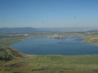 800px-19.8.12_Hnevin_Mostecke_jezero