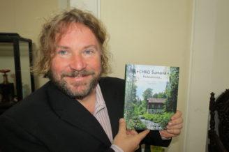 Pavel Hubený se svou knihou, foto pp