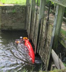 vodáci záchrana raft
