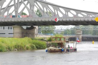 Foto Vojtěch Lanna jr. pod Dlouhým mostem v Českých Budějovicích.