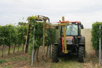 traktor v terénu
