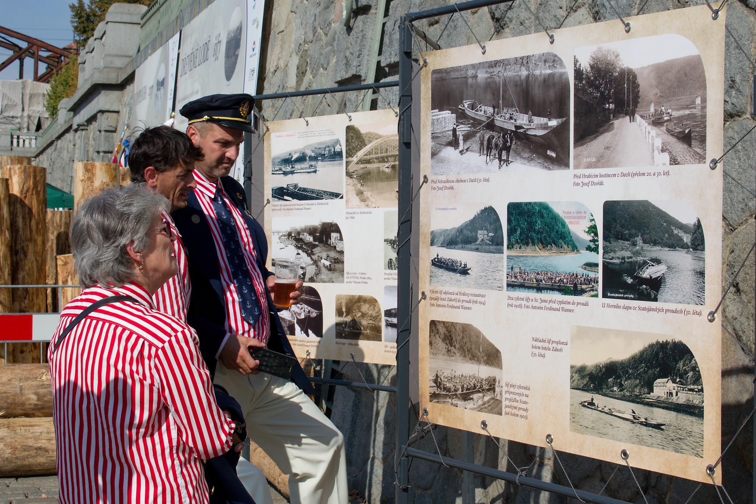 Spolek Vltavan - žehnání replice šífu